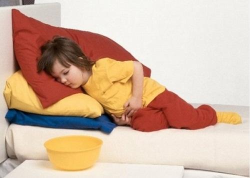 При расстройстве следует срочно промыть желудок