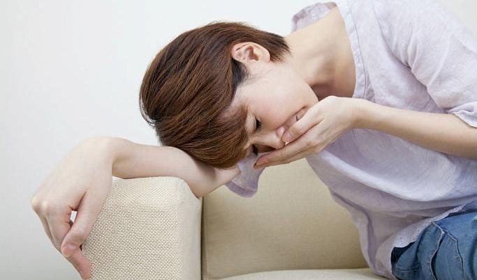 Больного по утрам мучает сильная тошнота