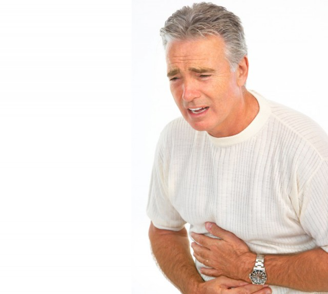 Болезнь вызывает сильные резкие боли в области желудка