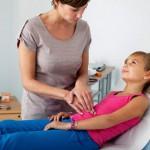 У детей часто болит живот из-за неправильного питания