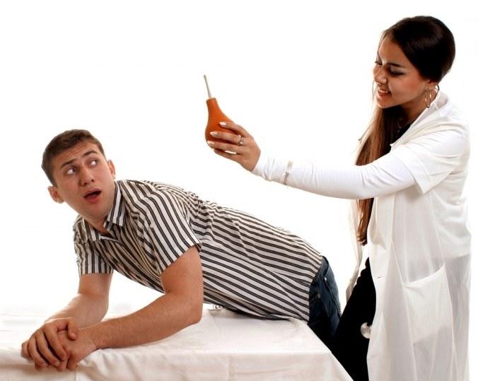 Клизма для освобождения кишечника