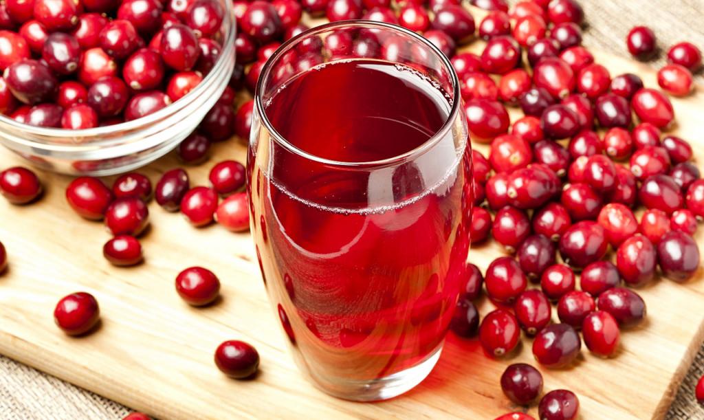 Больному панкреатитом полезно пить этот целебный сок