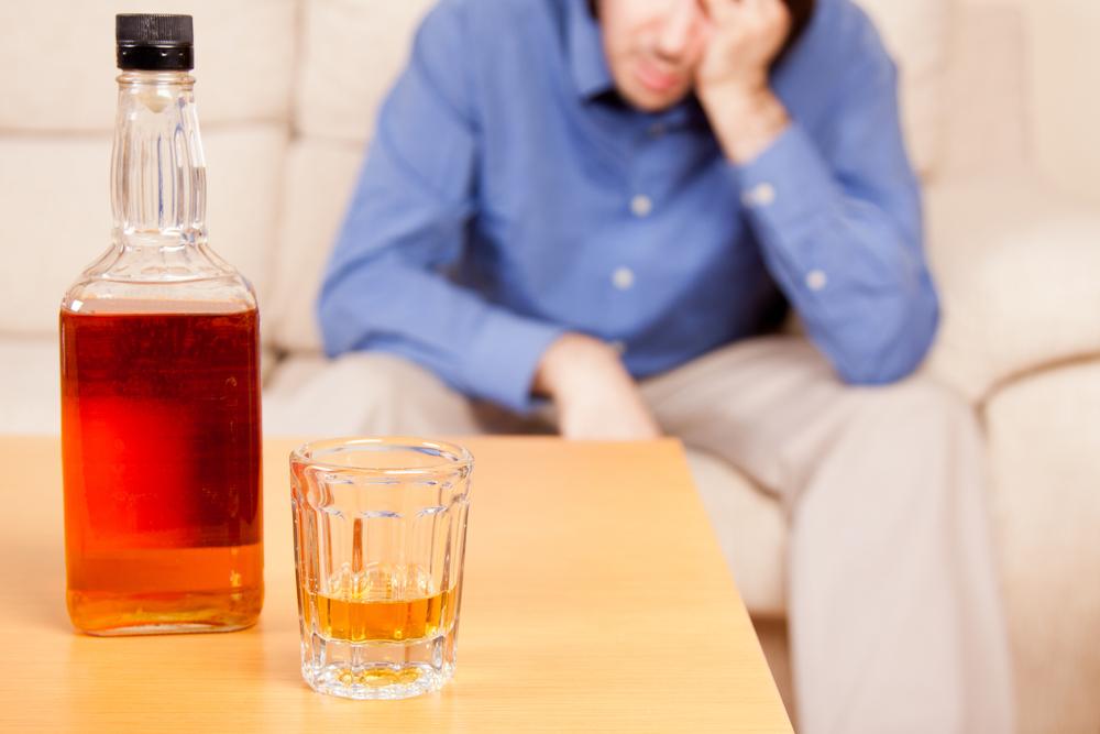 Алкоголь разрушающе действует на внутренние органы человека