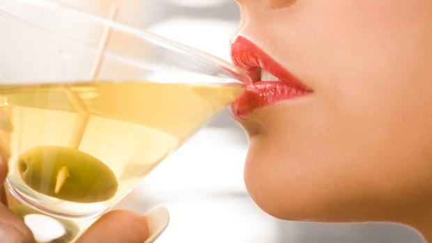 Алкогольные коктейли также разрушают микрофлору кишечника