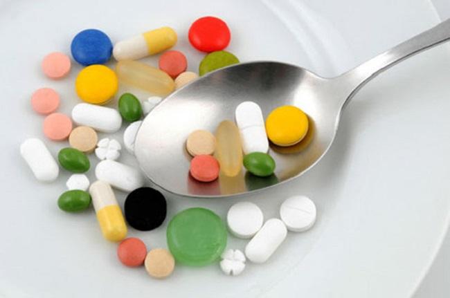 Пациенту выписывают болеутоляющие таблетки
