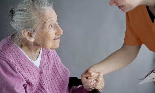 Чаще всего от запоров страдают пожилые люди