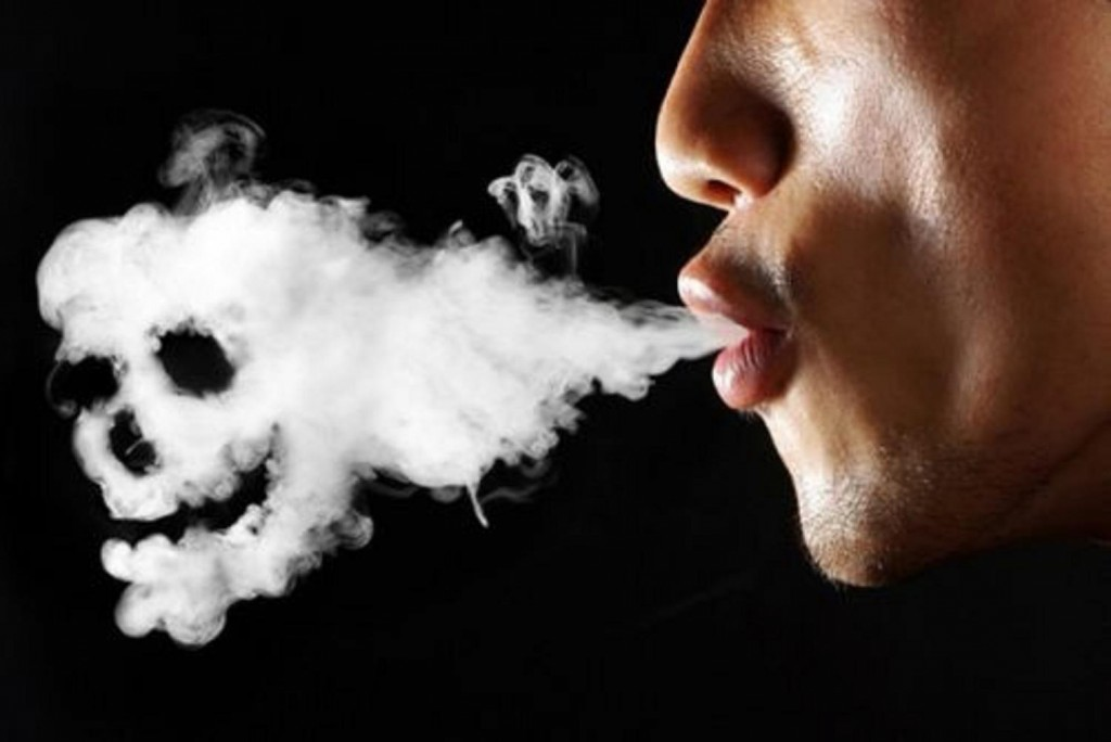 Курящий человек подвергает себя смертельной опасности