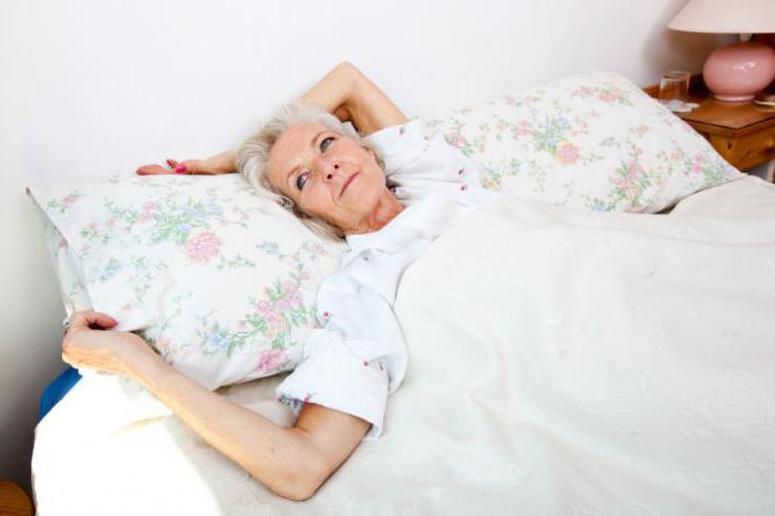 У пожилой женщины частые запоры