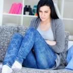 Больной чувствует нестерпимую боль в правом боку